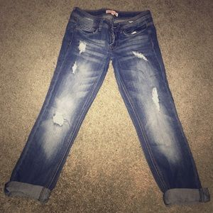 Nice crop distress jeans for spring/summer!